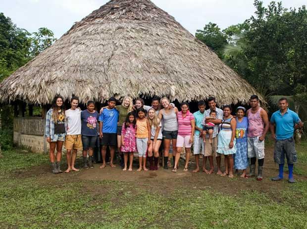 Du khách được gặp gỡ giao lưu với dân bản địa